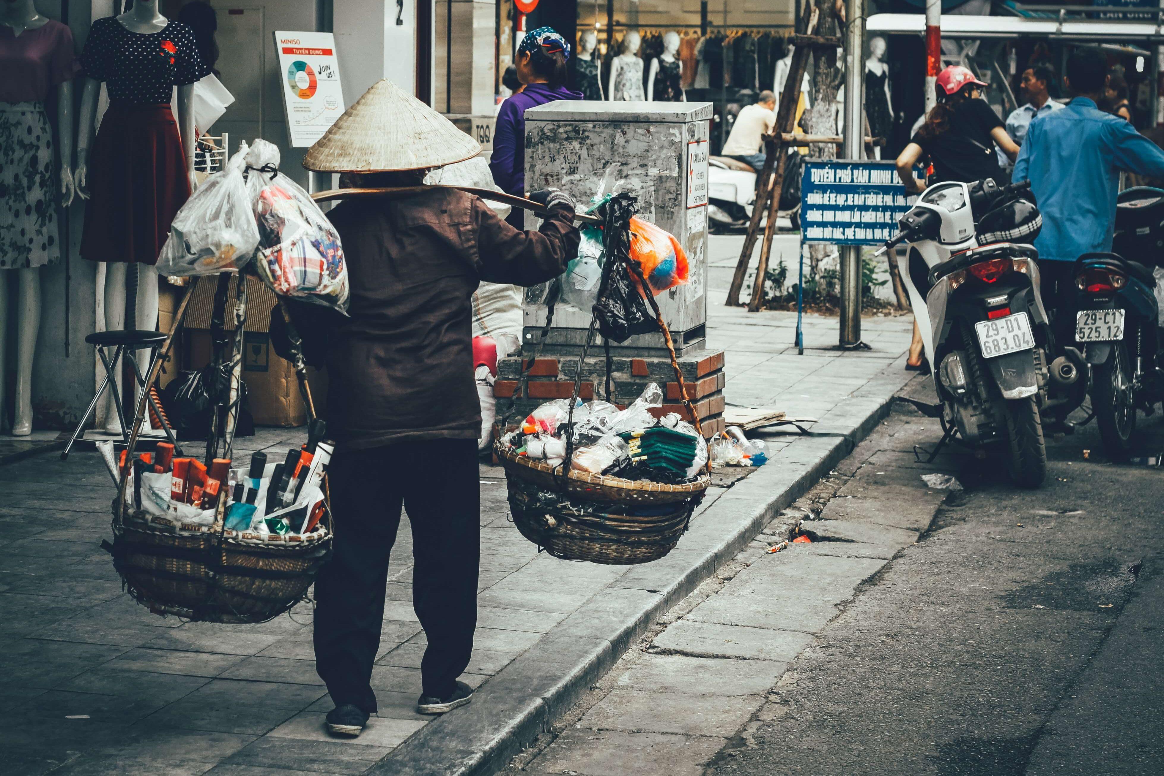 Motorrad reparieren in Vietnam 1