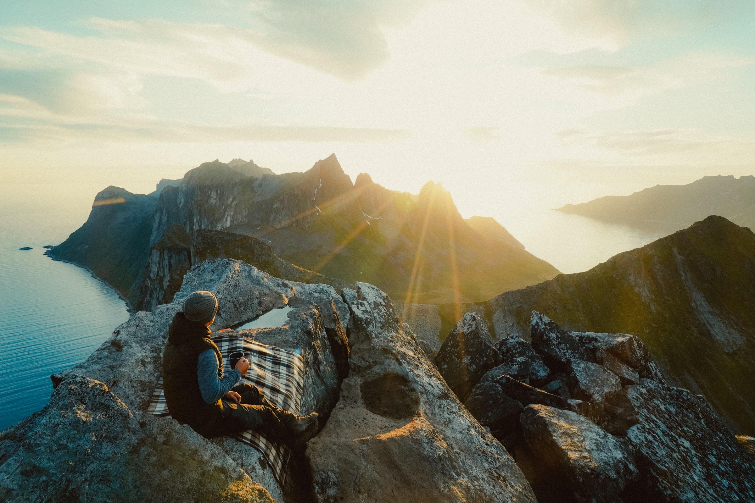 Norwegen Senja Berge Sonne