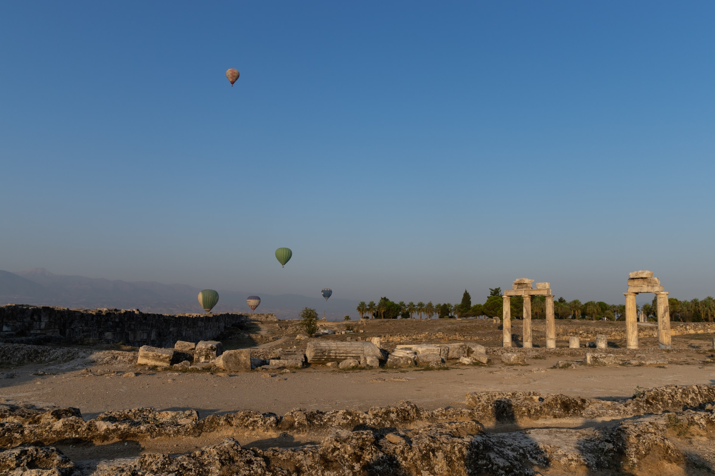 Pamukkale Türkei Heißluftballons Landschaft
