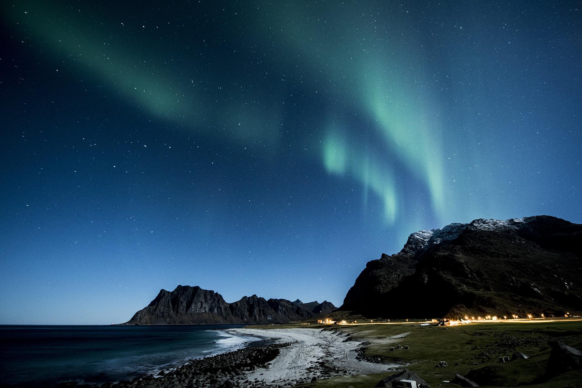 nordlichter sehen grünes licht berge