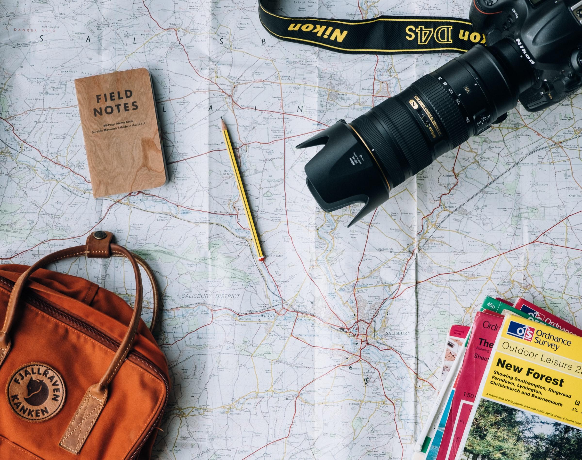 workaway - Karte, Kamera, Rucksack