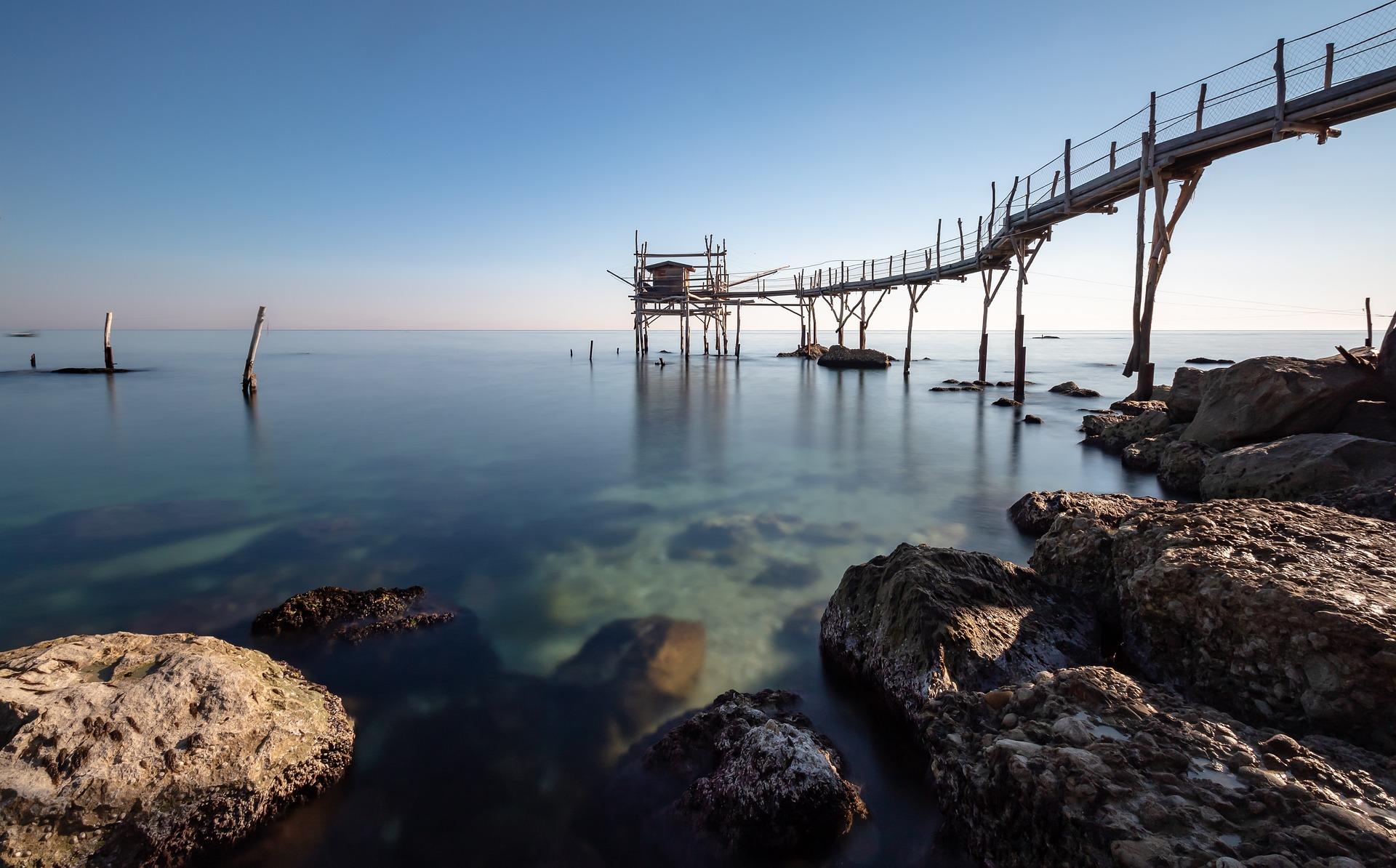 Abruzzen - Gewässer und Steg