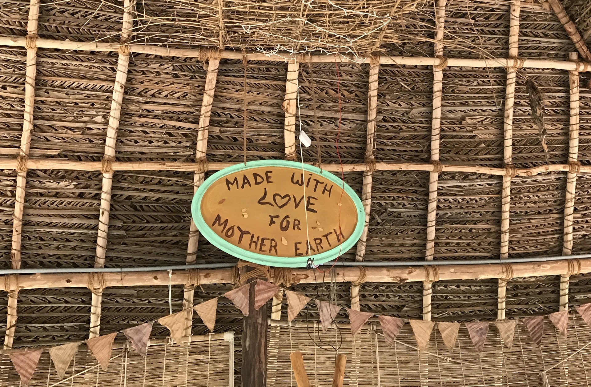 Auroville Indien - Schild Made with Love for Mother Earth