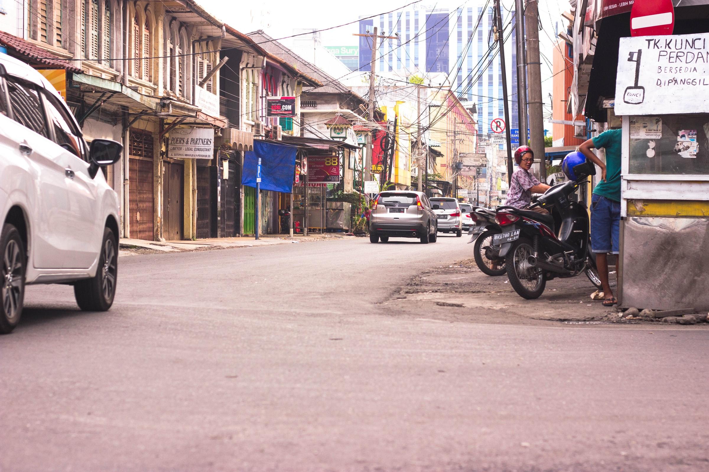 Indonesien Medan - Straße und Häuser