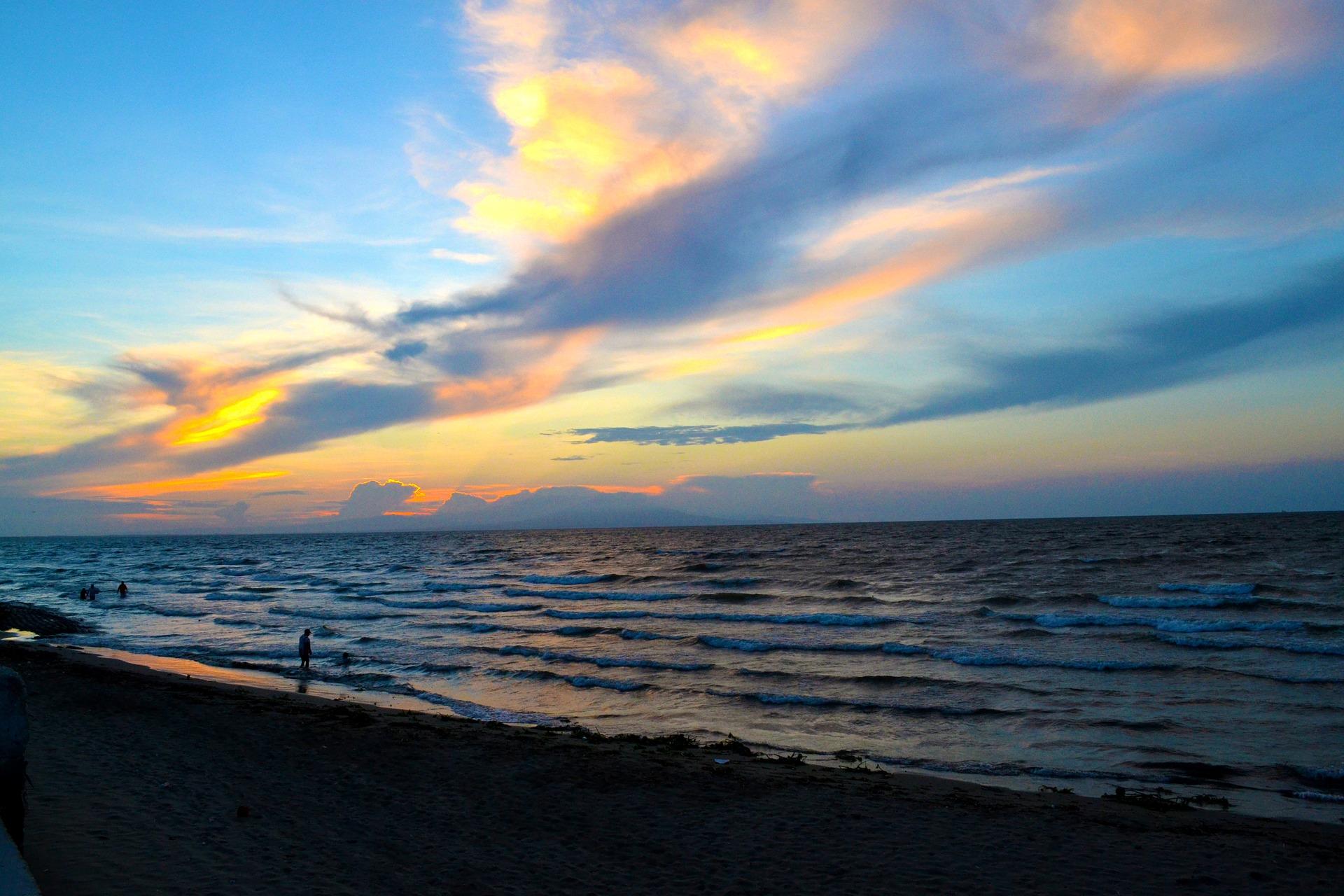 Karibikküste - Meer bei Sonnenuntergang