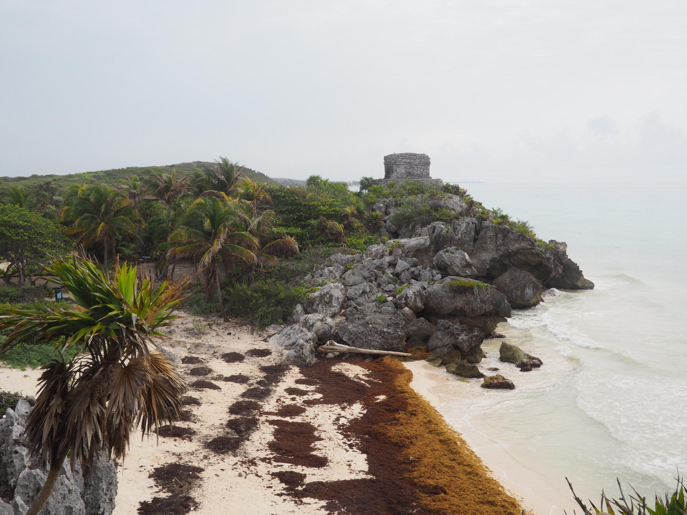 Karibikküste - Strand und Felsen