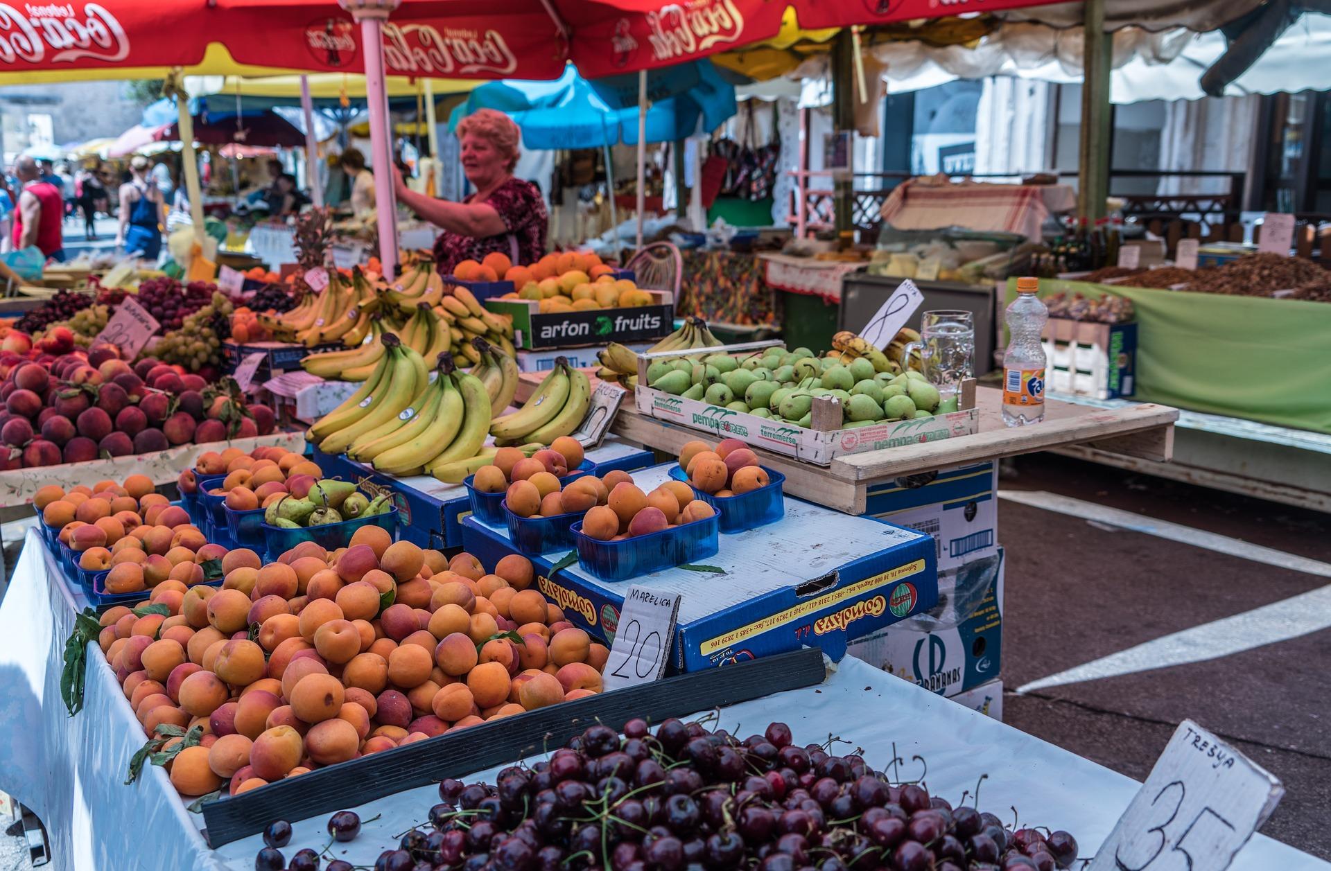 Kroatisches Essen - Marktstand Obst