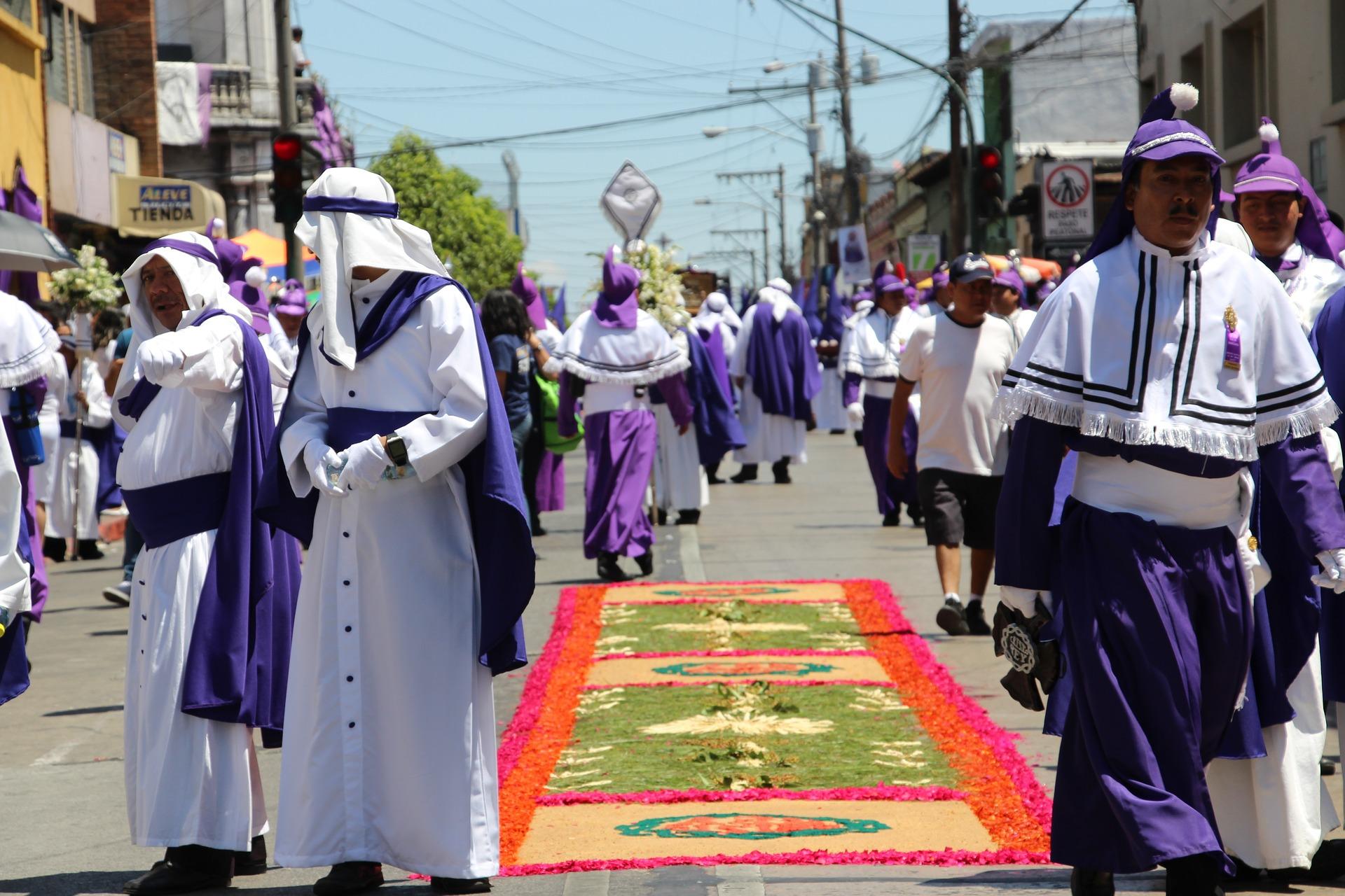La Antigua Guatemala Ostern - Kostümierte Menschen
