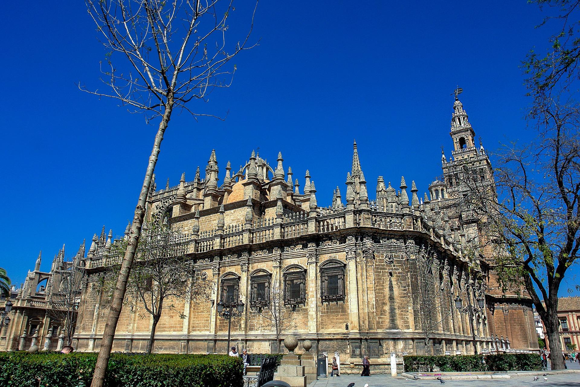 Sevilla - Giralda, Gebäude
