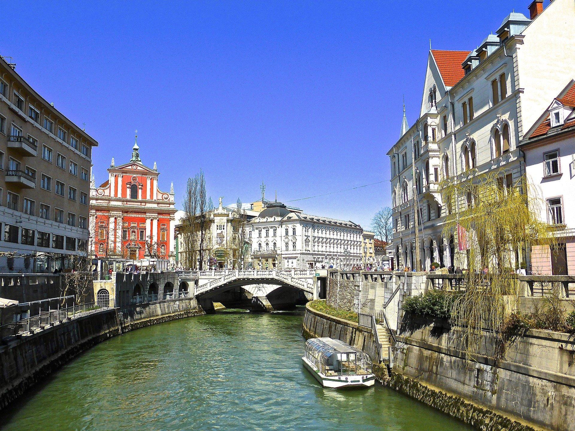 Slowenien Urlaub - Ljubljana, Häuser und Fluss