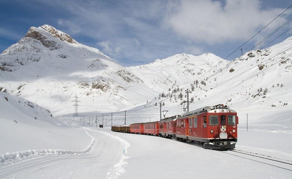 Interrail Zug Schnee