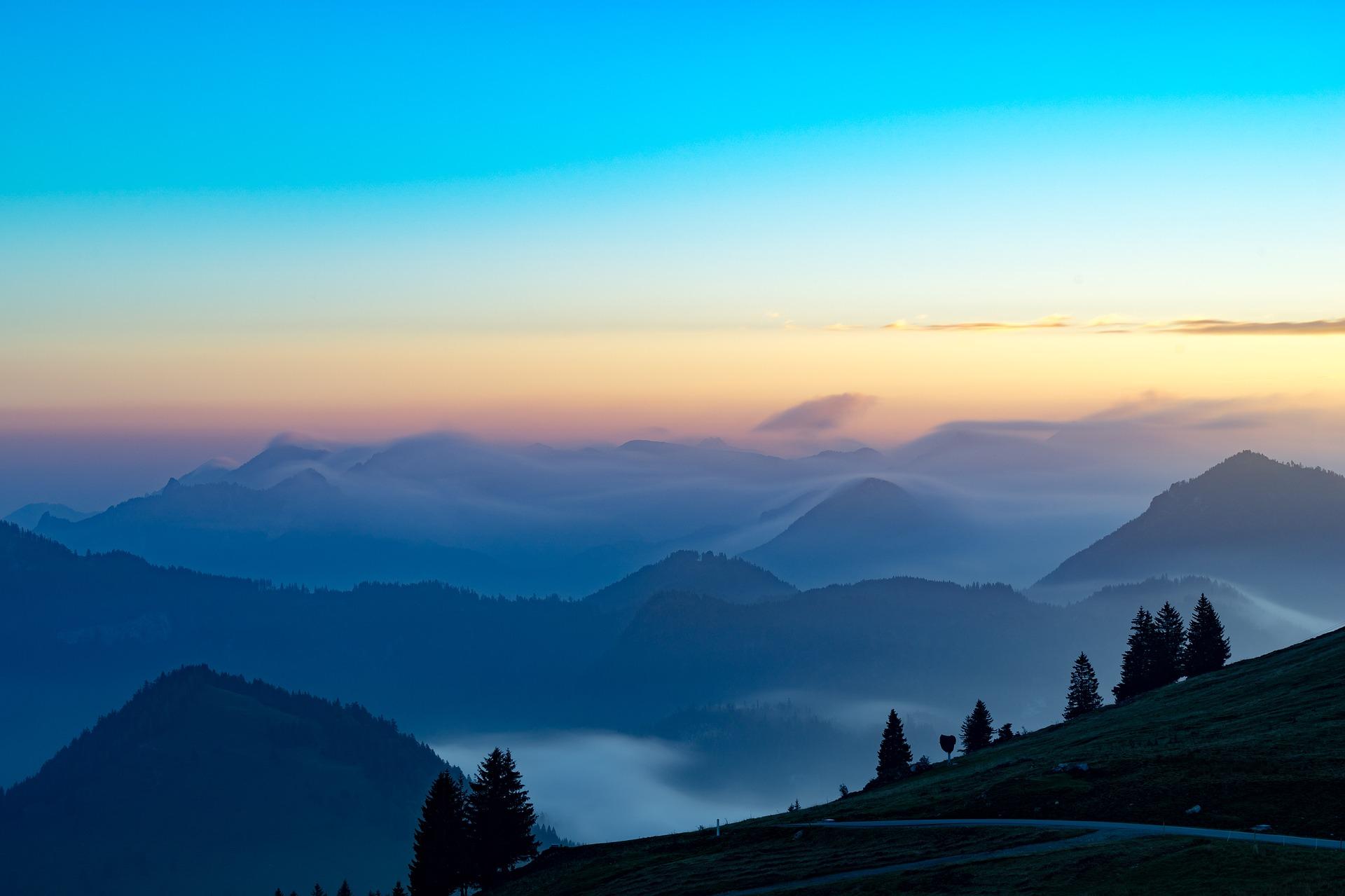 Alpenüberquerung - vernebelte Berge