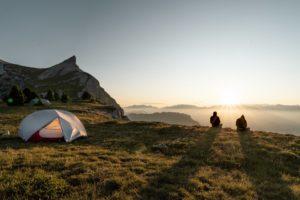 Packliste Zelten - Zelt und Landschaft